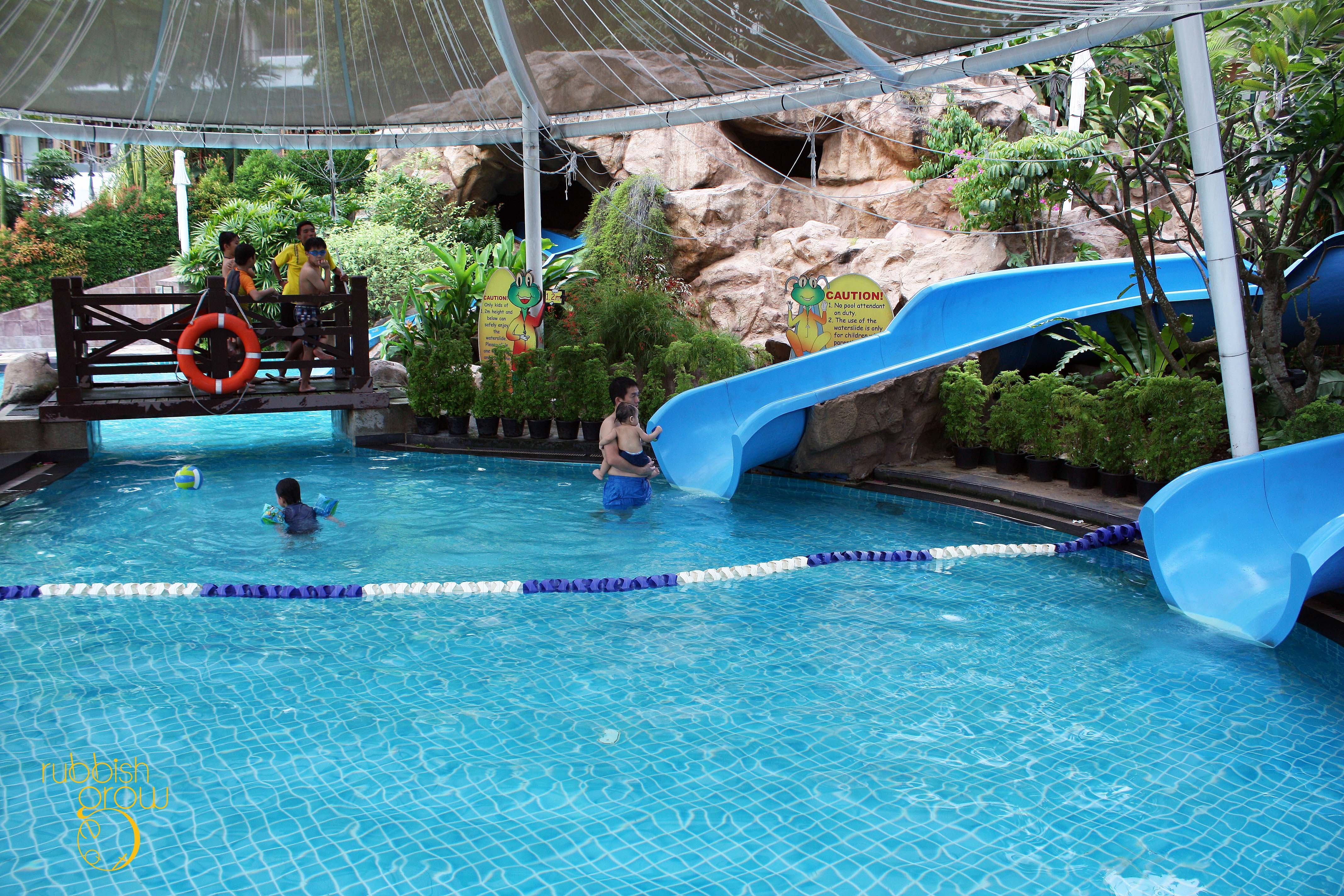 Staycation shangri la s rasa sentosa resort singapore for Chicken in swimming pool