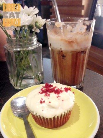 strangers reunion - red velvet cupcake