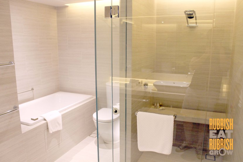 Pan Pacific Singapore Skyline Suite Toilet