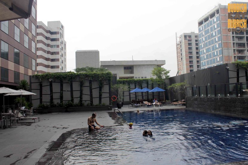 Grand Mercure Singapore Roxy swimming pool