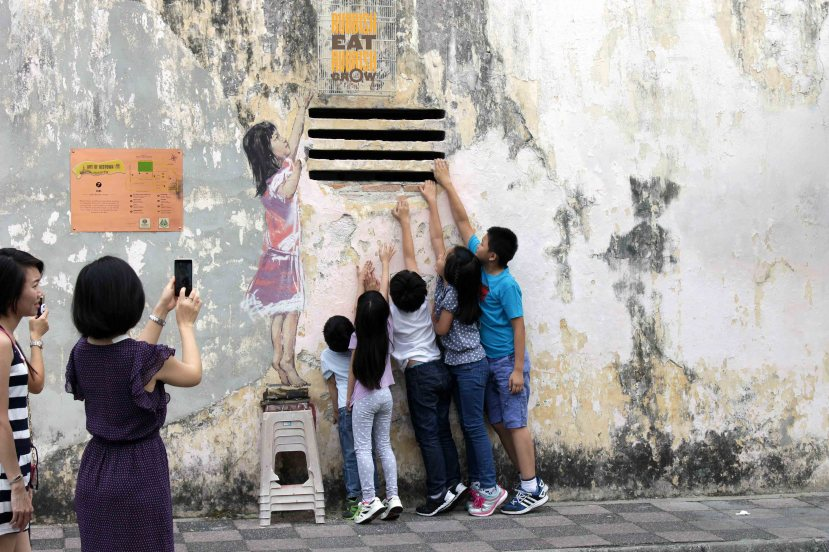 girl street art ipoh