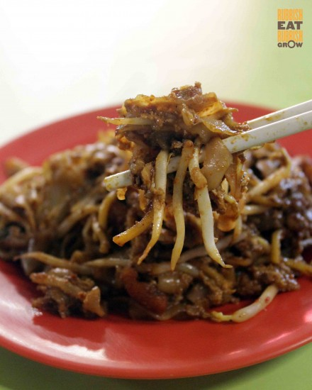 outram-park-fried-kway-teow-hong-lim-food-centre